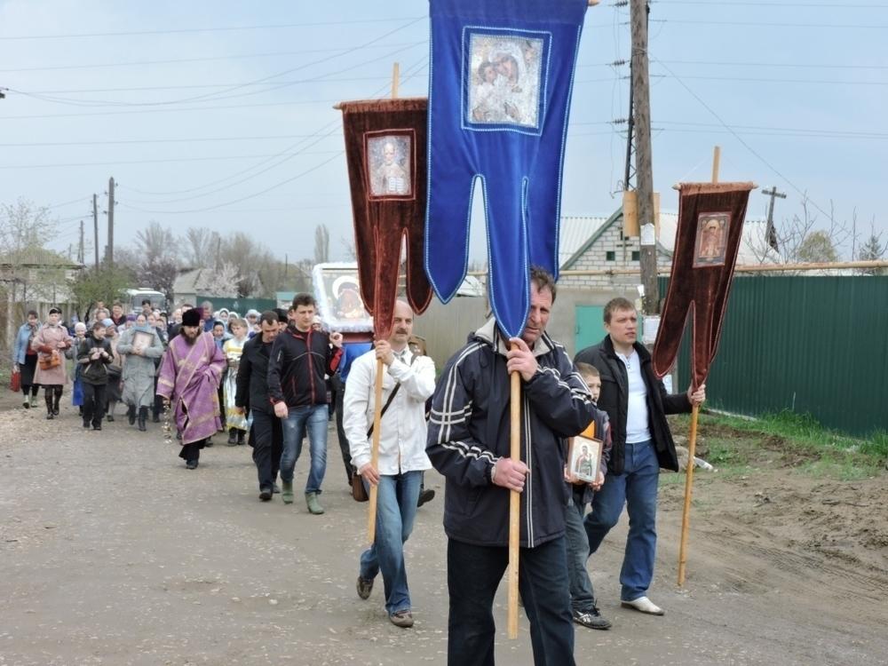 Верующие прошли крестным ходом вокруг Волжского