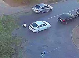 Студентка отлетела на несколько метров после удара иномарки в Волжском