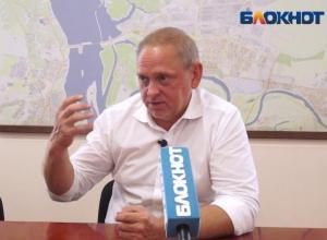 Глава Волжского ответил на вопросы волжан из прямого эфира