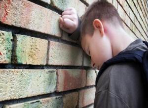 В Волжском из больницы пропал 13-летний Рустам Михайлов в клетчатой куртке