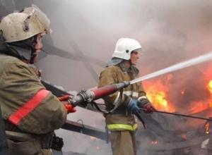 Курильщик поджег хозпостройку на дачном участке в Волжском