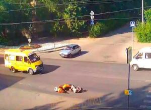 Волжанин на скутере врезался в «легковушку» на перекрестке