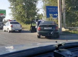 Две иномарки не поделили дорогу в Волжском