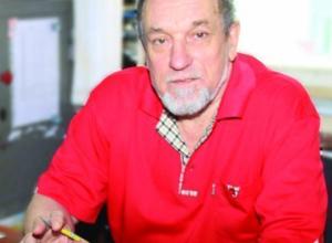 В память о легендарном тренере Волжского Михаиле Машине установят мемориальную доску