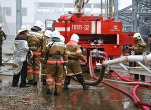 Рано утром пожарные тушили два крупных пожара в Волжском и Средней Ахтубе