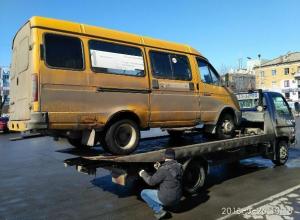 В Волжском начали арестовывать перевозчиков из списка запрещенных маршрутов