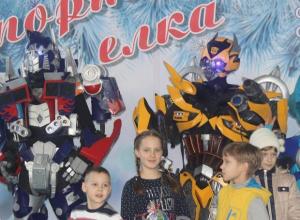 Трансформеры поздравили юных волжан с Новым годом