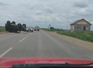 Крупное ДТП под Волжским: после столкновения на трассе перевернулись три автомобиля