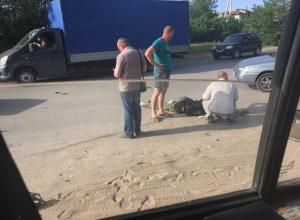 По дороге из Волжского мотоциклист не смог разъехаться с «шестеркой»