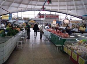 Продавцы слезно просят пустить их торговать в аварийное здание купола Центрального рынка в Волжском