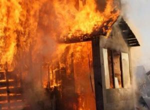 Деревянная «избушка» сгорела в Волжском