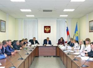 Депутаты Волжского передали кабинеты «Октября» школе искусств