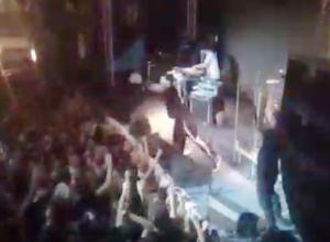 Концерт Noize MC в Волжском закончился разбитой головой фаната: как это было