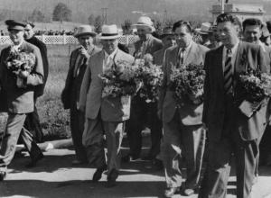 Во время приезда Хрущев наплевал на волжскую показуху