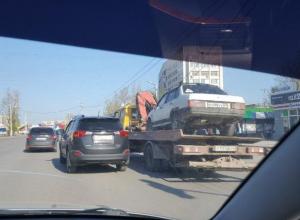 «Девятку» пьяного в «хлам» водителя эвакуировали в Волжском