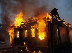 Яркое пламя объяло частный дом в Краснослободске