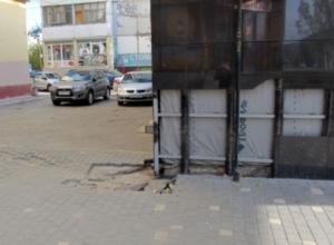 Дряхлое здание «Газпромбанка» обеспокоило волжан