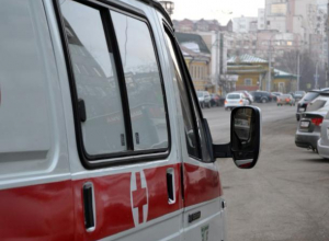 На остановке Волжского обнаружили труп женщины