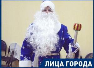Я люблю даже вешалки, - волжанин Никита Житков, исполнитель роли Деда Мороза