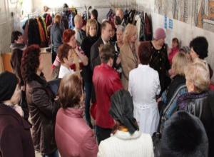 Власти Волжского не могут решить проблему с огромными очередями в поликлинике № 5