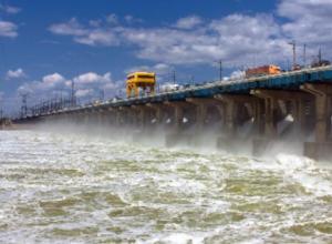 На Волжской ГЭС начали максимальный сброс воды