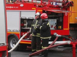 Десять человек эвакуировали из-за пожара в многоэтажке в Волжском