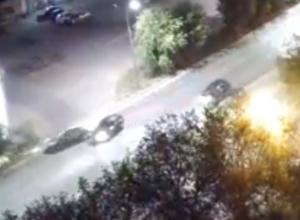 Автомобилист катапультировал рядом проезжавший автомобиль в Волжском