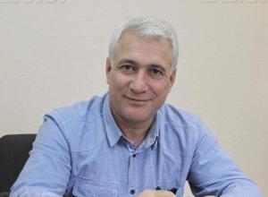 В прямом эфире на вопросы читателей ответит заместитель главы администрации Волжского Газанфар Гулуев