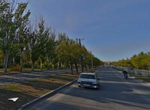 В Волжском решили запретить остановку и стоянку машин на Карбышева