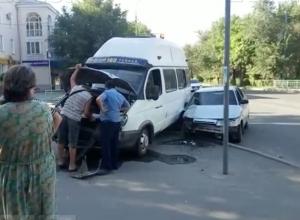 Появилось видео ДТП с участием маршрутки в Волжском