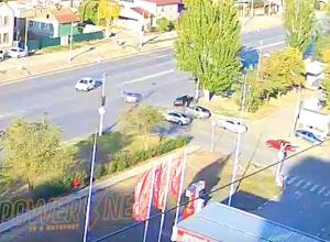 Автомобилист «улетел» в дерево после аварии в Волжском