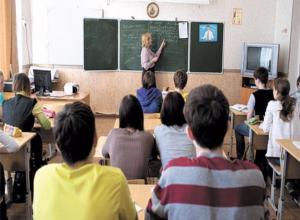 В школах Волжского с родителей незаконно требовали документы и заставляли заключать договоры, - прокуратура