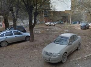 Паркующиеся на зеленой зоне хамы доконали волжан