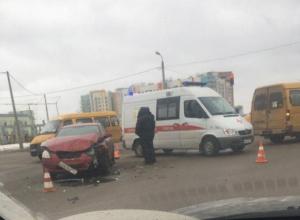 Маршрутка и «легковушка» столкнулись в Волжском: есть пострадавшие