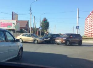 Автовладельцы замерли в пробке из-за столкновения машин в Волжском