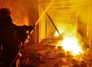 Жилой дом в Волжском чуть не развалился из-за пожара на улице Мира