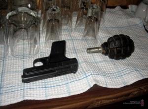 Пьяный террорист из Волжского с пистолетом и гранатой угрожал взорвать кафе в Камышине