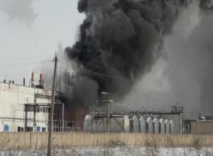 В Волжском на улице Александрова вспыхнул металлический вагончик