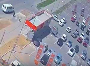 «Спешил на распродажу»: волжанин не вписался на парковке у ТЦ