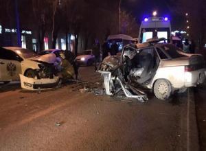 В жесткой аварии пострадал водитель и его пассажирка в Волжском