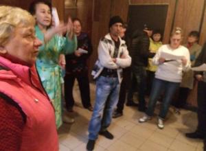 В скандальном общежитии спешно потравили тараканов перед проверкой мэрии в Волжском