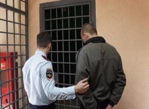 Остатки пенсии отобрал молодой разбойник у 79-летней бабушки из Волжского