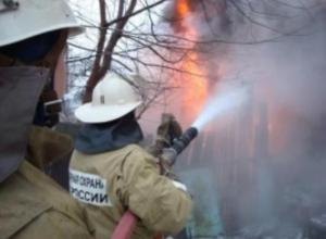 В Волжском сгорела баня из-за неисправности дымохода