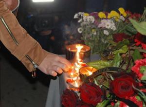 Волжане зажгли свечи в память о погибших в Керчи