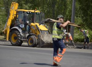 Через пустырь между новыми микрорайонами в Волжском протянут пешеходную дорожку