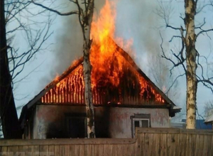 Замыкание электропроводки «спалило» два дома в Среднеахтубинском районе
