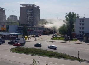 Огонь охватил пристройку к ЦУМу в Волжском