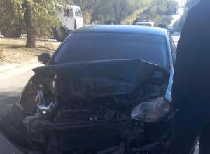 Водитель «Волги» пострадал в результате сильного столкновения с автомобилем Volkswagen-Jetta