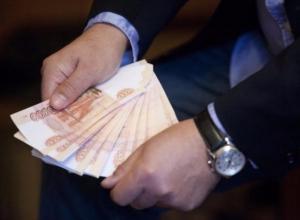 Директор школы в Волжском устроила к себе в замы дочь, чтобы выписывать ей щедрые премии