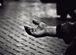 Здоровый лоб наживается на верующих в Средней Ахтубе, - сельчанин